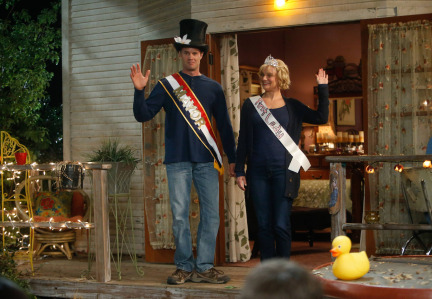 Raising Hope Episodes 9 & 10 The Chance Who Stole Christmas;Bee Story (11)