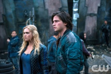 The 100 Season 2 Episode 8 Spacewalker 02