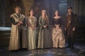 "Reign ""Three Queens, Two Tigers"" Season 3 Premiere 2015 (4)"
