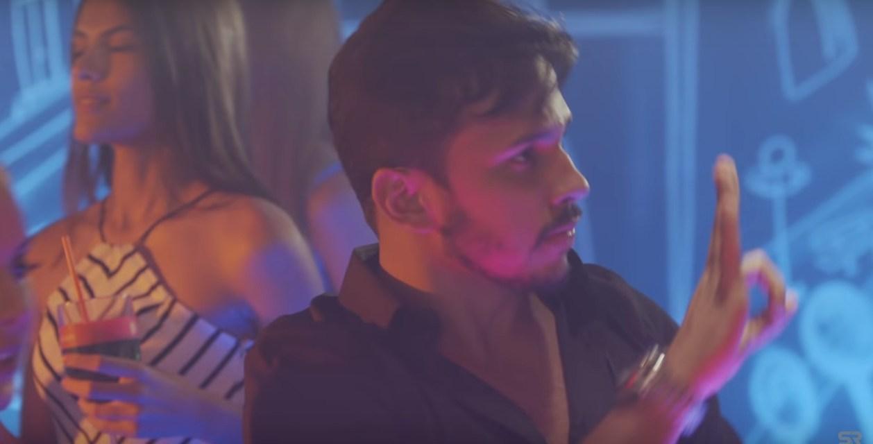 Noivo de Carlinhos Maia participa do novo clipe da banda Saia Rodada