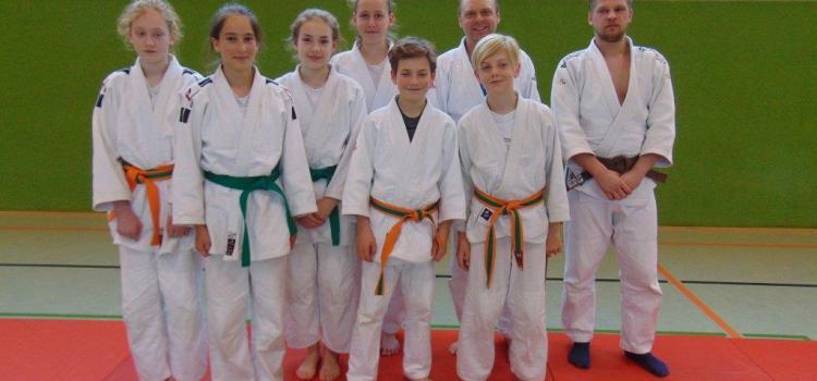 Judoka bilden sich für Selbstverteidigung fort