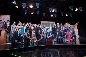 Elenco de la telenovela De que te quiero, te quiero con su productora, Lucero Suárez