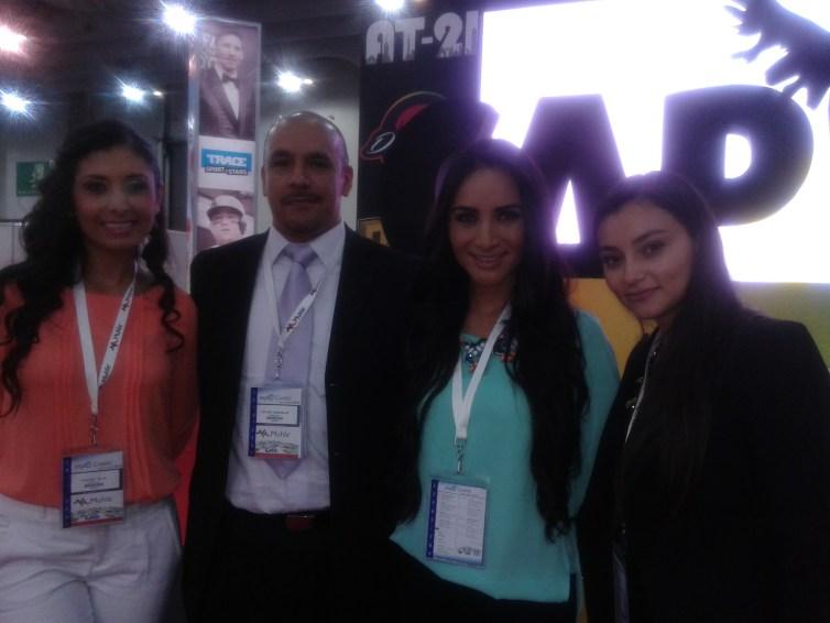 Presentadoras de CAPITAL MEXICO con Luis Manuel Martinez
