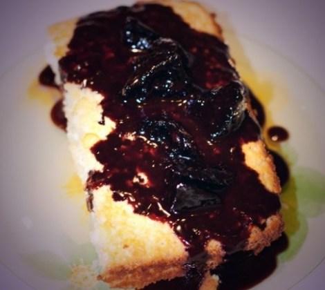 Творожное суфле рецепт духовка. Соус из чернослива, вино, шоколад.