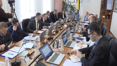 Photo of Stručnjaci smatraju da je u BiH sve manje ozbiljne politike ali i političara