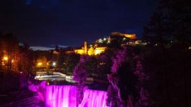 Photo of Vodopad Plive obojen u ružičastu boju