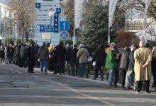 Photo of Beograd: Građani u redovima čekaju na vakcinaciju protiv koronavirusa