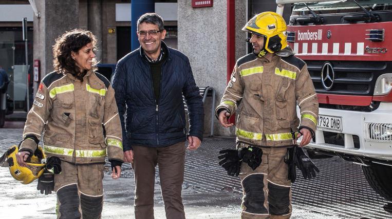 """Èxit de participació a la campanya """"Els bombers t'acompanyen a donar sang"""" a Sant Cugat"""