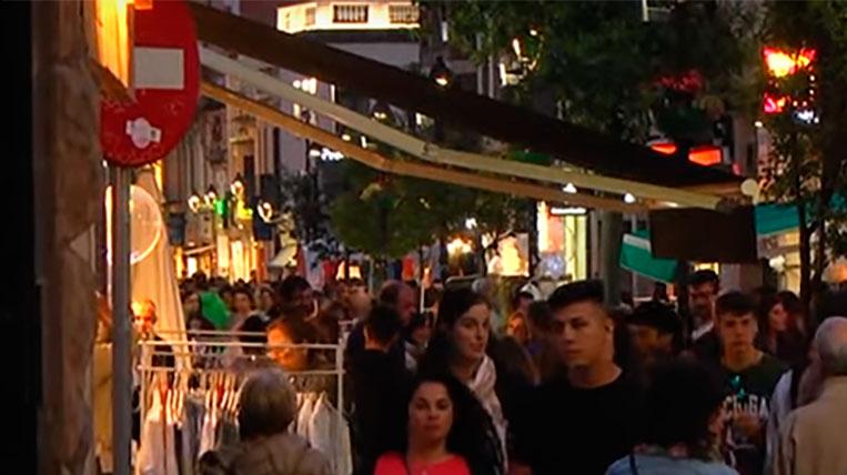La 8a edició de la Nit en Blanc omple els carrers de la ciutat