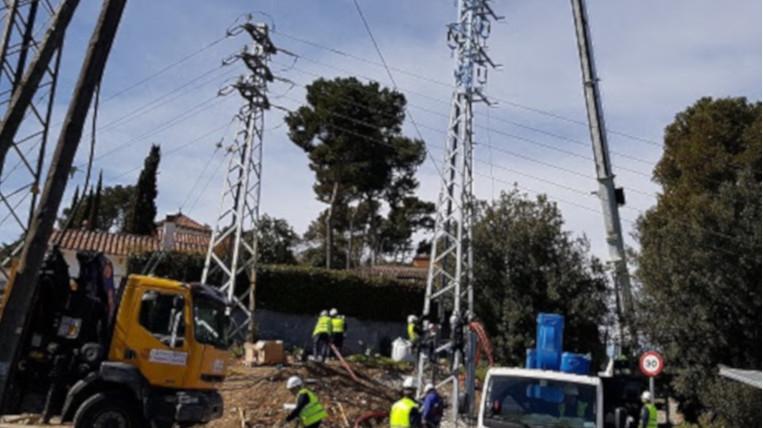 Endesa soterra cablejat aeri a La Floresta per millorar el servei elèctric