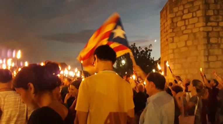 Milers de santcugatencs recorden el referèndum de l'1 d'octubre