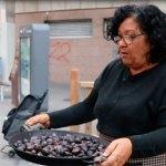 Ja podem trobar les tradicionals parades de castanyes als carrers de la ciutat