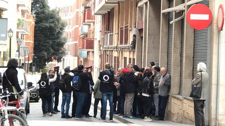 El Sindicat de Llogateres evita un desnonament al carrer Monestir