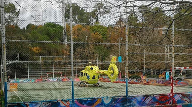 Un jugador del Grups Arrahona de Sabadell es desploma al pavelló Can Llobet de La Floresta