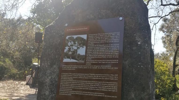 Restitueixen la placa d'homenatge a totes les víctimes afusellades al Pi Bessó durant la Guerra Civil