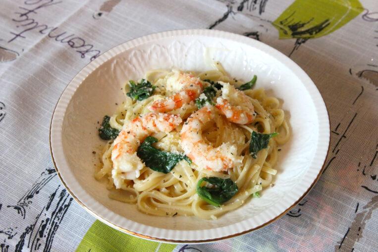 Pasta cremosa amb espinacs i llagostins