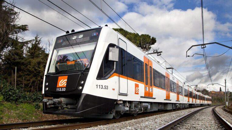 FGC instal·la pantalles acústiques a l'estació de Sant Cugat per millorar el nivell sonor del pas dels trens