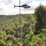 Endesa instal·la amb un helicòpter una línia de mitja tensió en Sant Cugat