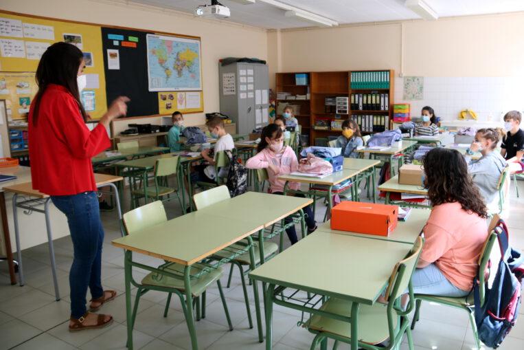 Les 12 escoles públiques de Sant Cugat superen el límit de partícules contaminats