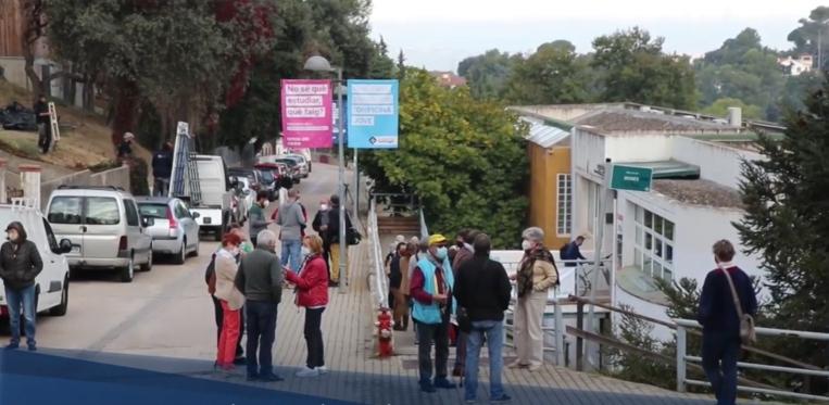 Les veïnes i els veïns de La Floresta exigeixen la reobertura total del seus consultoris