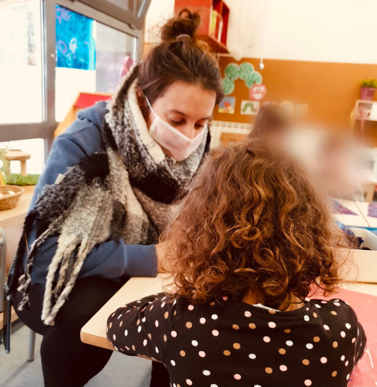 L'Ajuntament reparteix 236 mascaretes transparents als centres educatius de Sant Cugat