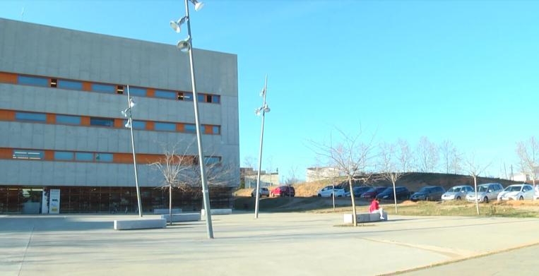 Ciutadans demana habilitar un pàrquing pavimentat per accedir al CAP de Can Mates