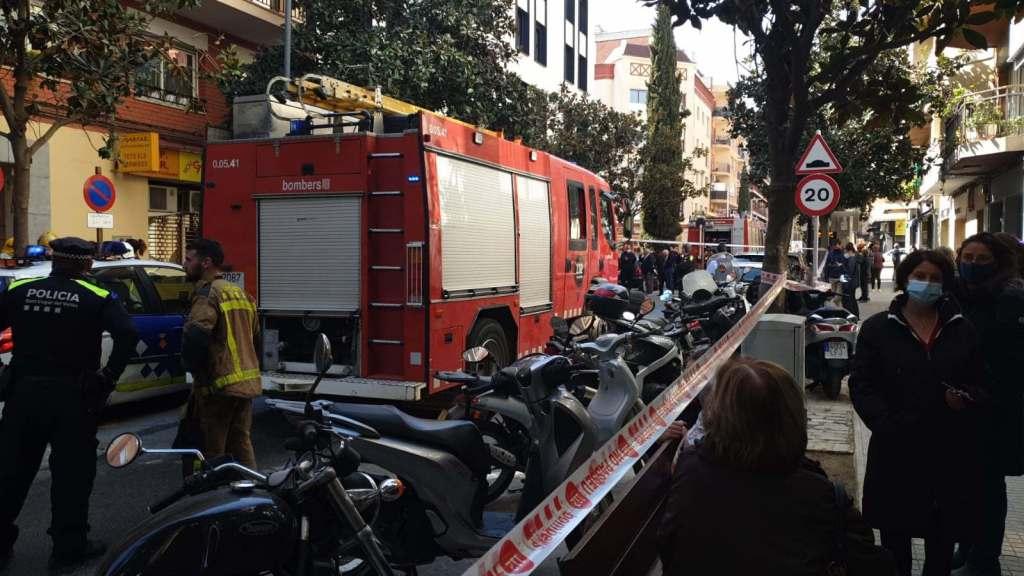 Un incendi obliga a desallotjar els veïns del núm. 36 de l'avinguda Cerdanyola