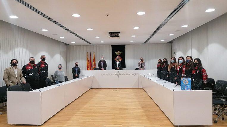 Sant Cugat ret homenatge al filial femení del Club Voleibol Sant Cugat per l'ascens a SuperLliga 2