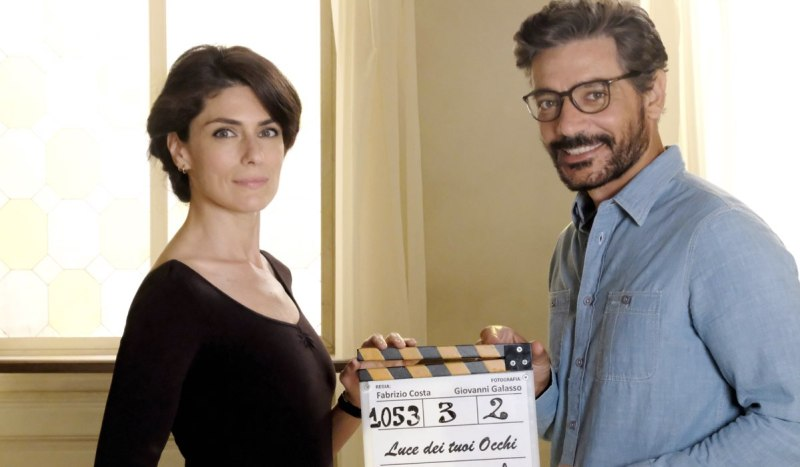 Luce dei tuoi occhi Anna Valle e Giuseppe Zeno interpretano Emma e Enrico Credits Mediaset e Banijay Rights