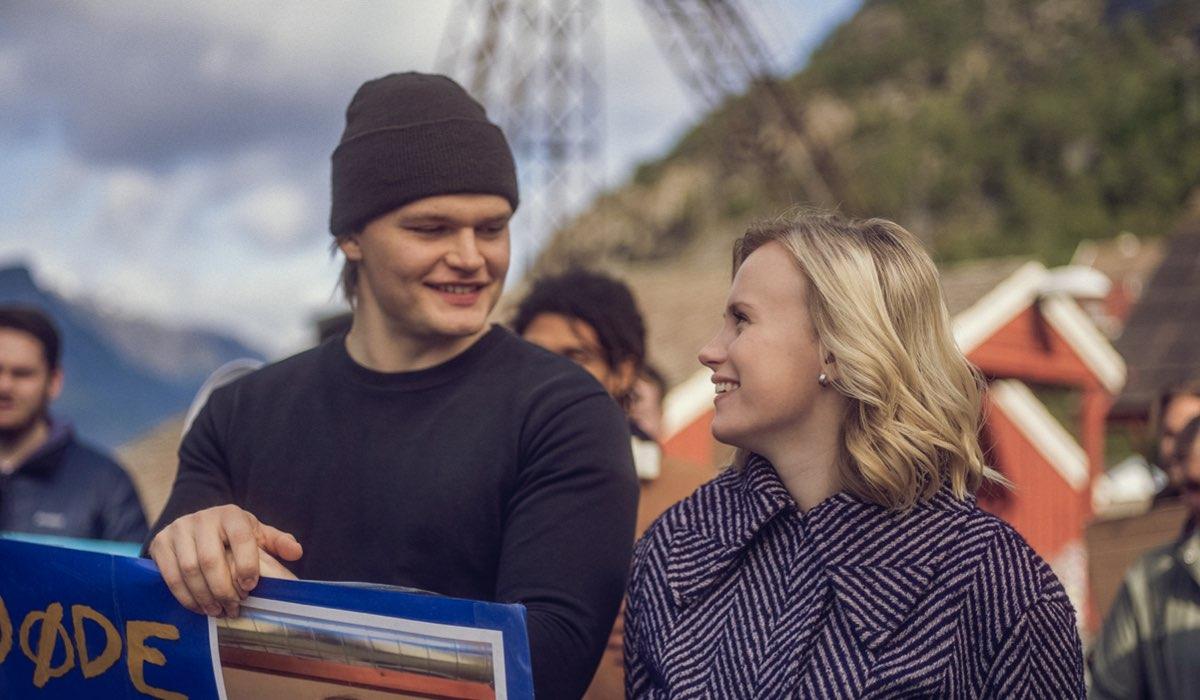 Da sinistra: David Stakston e Emma Bones in una scena di Ragnarok 2. Credits: Francisco Munoz/Netflix.