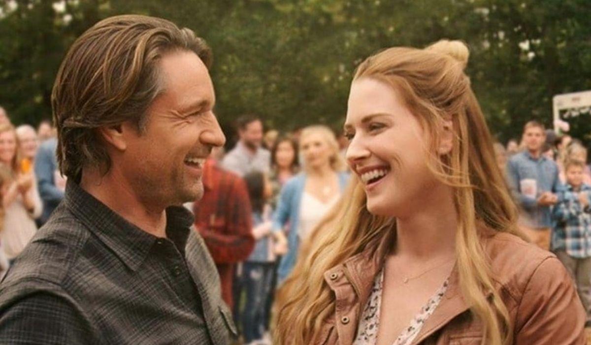 Da sinistra: Martin Henderson e Alexandra Breckenridge in una scena della stagione 2 di Virgin River. Credits: Netflix.