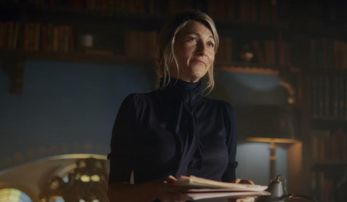 Eve Best interpreta la preside Farah Dowling. Credits: Netflix.