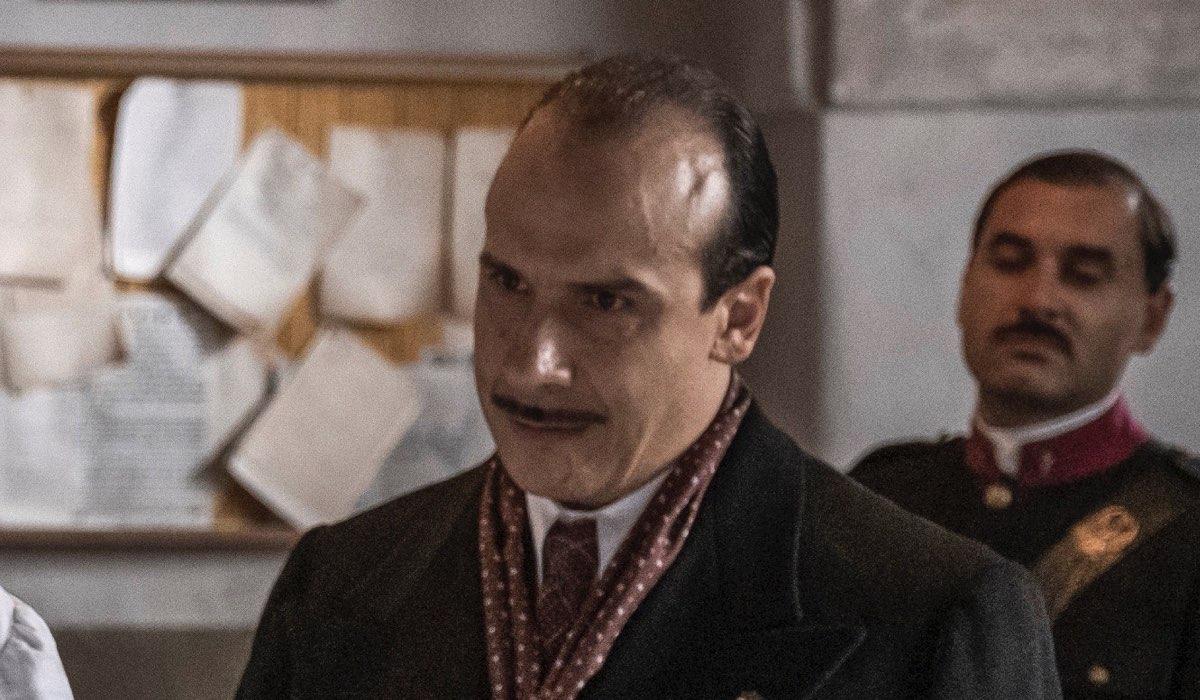 Mario Pirrello Interpreta Garzo Mario Pirrello ne Il Commissario Ricciardi. Credits: Anna Camerlingo/Rai