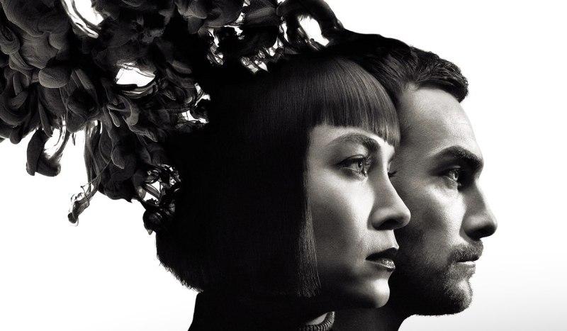 Ana (Sydney Lemmon) e Daimon (Tom Austen) nel poster della serie. Credits: Disney Plus.