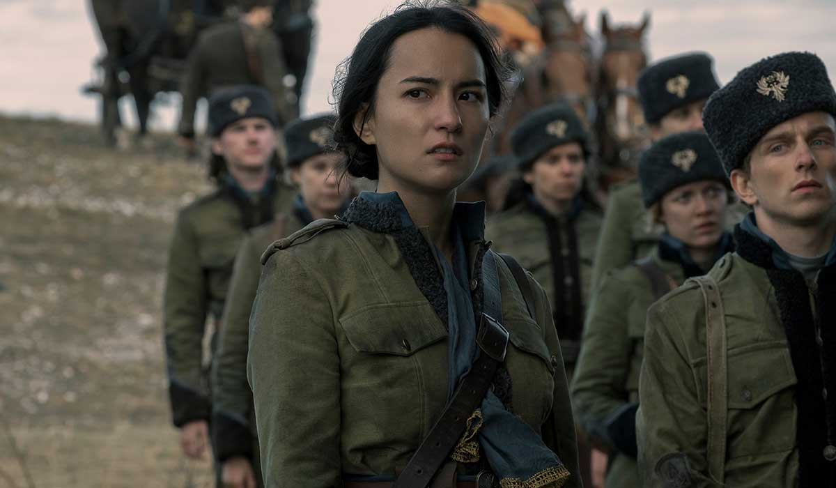Jessie Mei Li nei panni di Alina in Tenebre e Ossa (Shadow and Bon). Credits: David Appleby/Netflix.