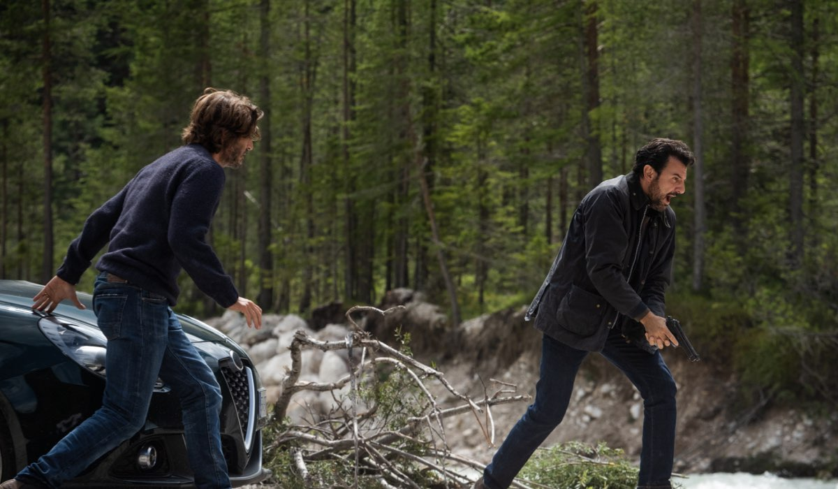 Daniele Liotti e Enrico Ianniello in una scena di Un Passo Dal Cielo 6 - I Guardiani. Credits: Rai