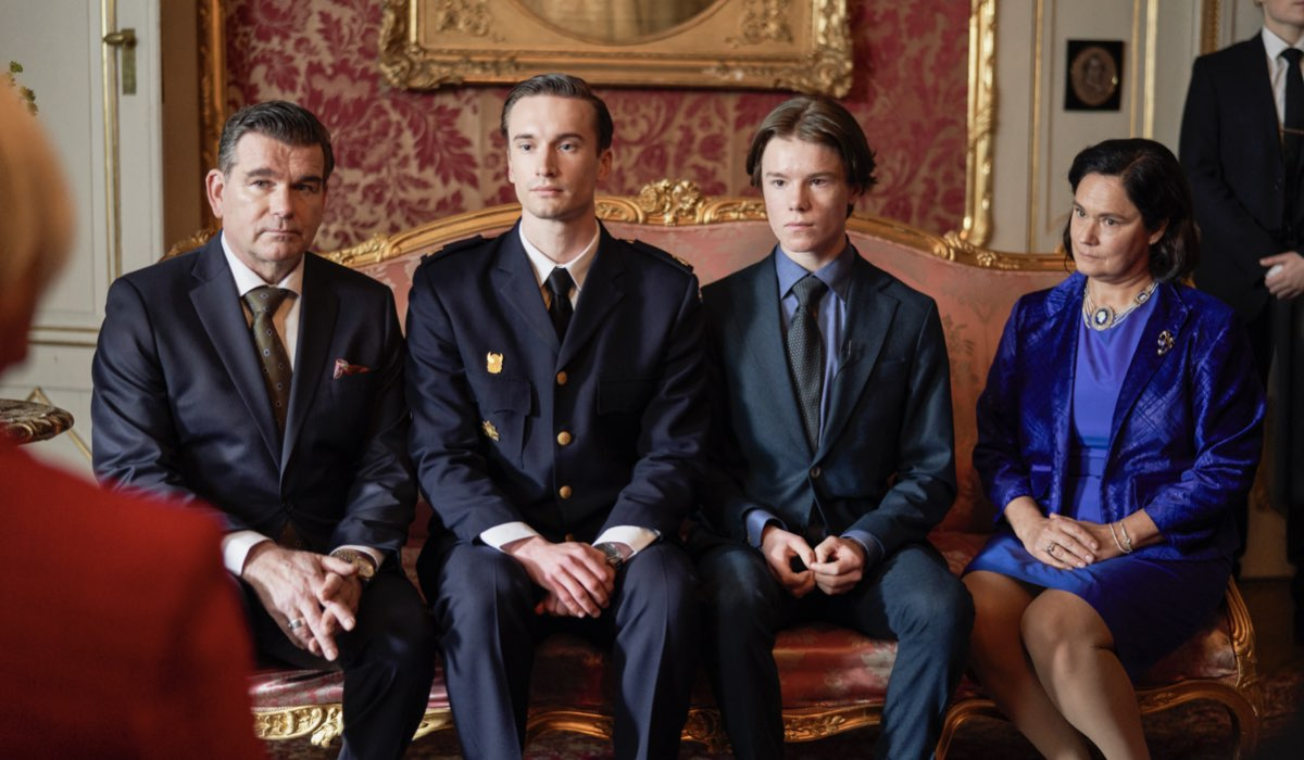 "Edvin Ryding, il secondo a destra, è il principe Wilhelm in ""Young Royals"". Credits: Johan Paulin/Netflix."