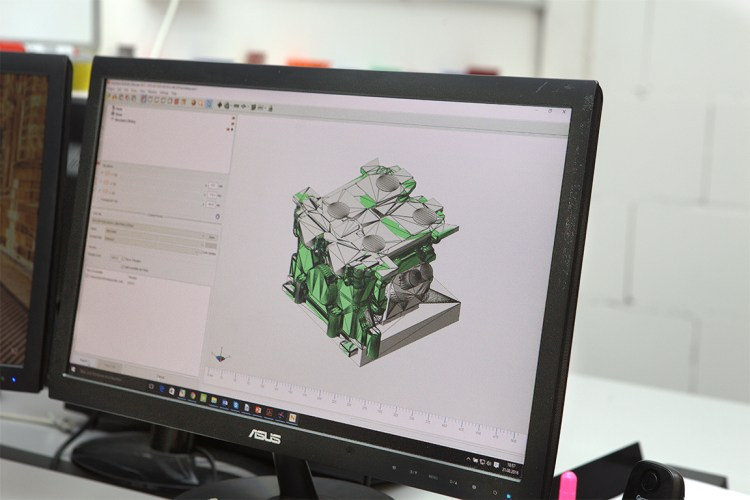 <b>Netfabb Standard</b> <br>Quickly prepare models for <br>additive manufacturing <br>and 3D printing.