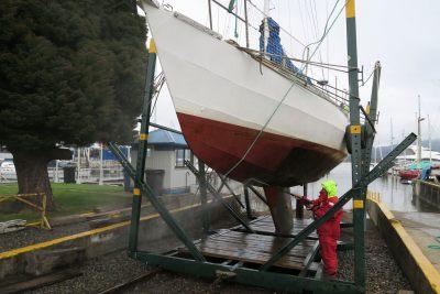 "Pressure washing ""Morgane"" after hauling her out at Club de Yates Valdivia"