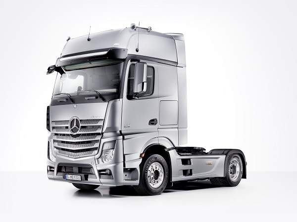 new-actros-have-arrived-at-the-murwillumbah-truck-centre