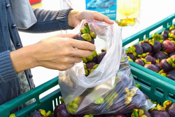 Frutta e verdura: i sacchetti diventano a pagamento