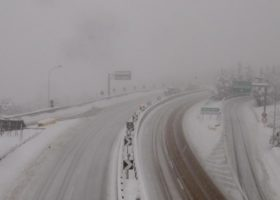 Maltempo: neve anche sulle autostrade domenica 25 febbraio. Sconsigliati i viaggi a rischio