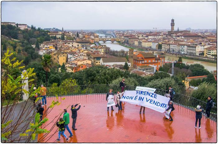 Flash mob contro la saturazione turistica