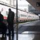 Trasporti in Toscana: tutor alle fermate di bus e treni per evitare assembramenti