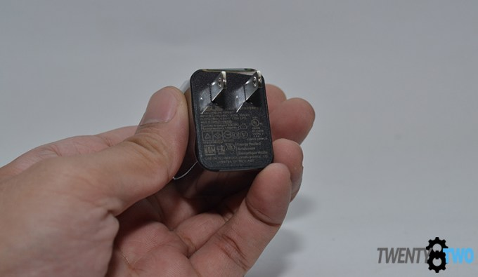 twenty8two-asus-zenfone2-laser-unboxing-charger