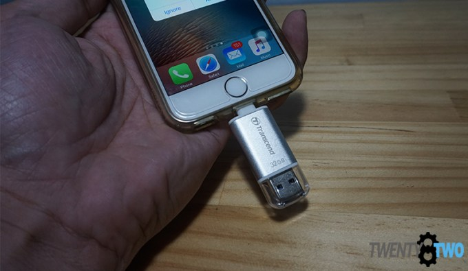 transcend-ios-apple-flashdrive-300s-unboxing-test-closeup