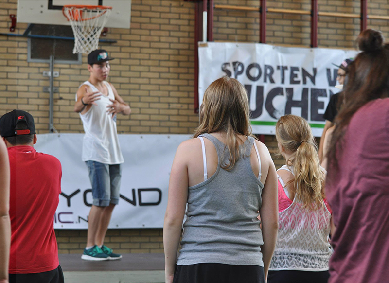 Dansles voor een gymzaal met kinderen
