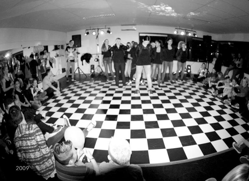 Dans optreden zwart wit