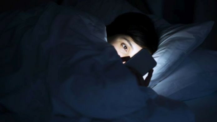 how smart phone blue light affect health