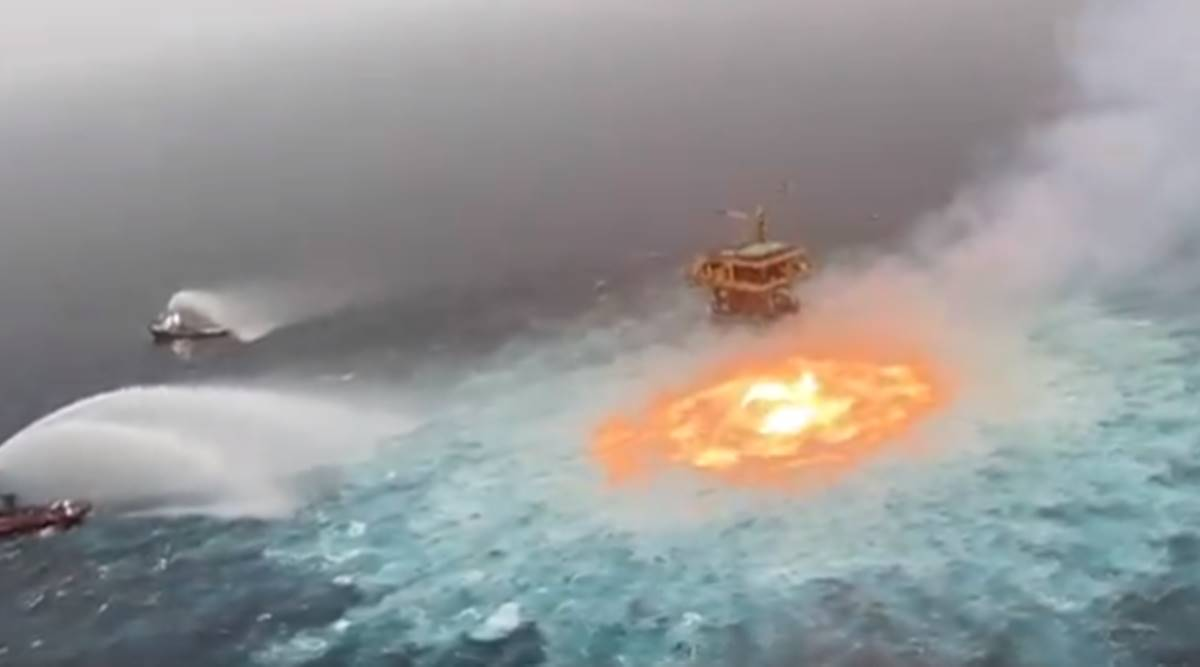 Fireball in the middle of the sea;  The world was shocked to see the video